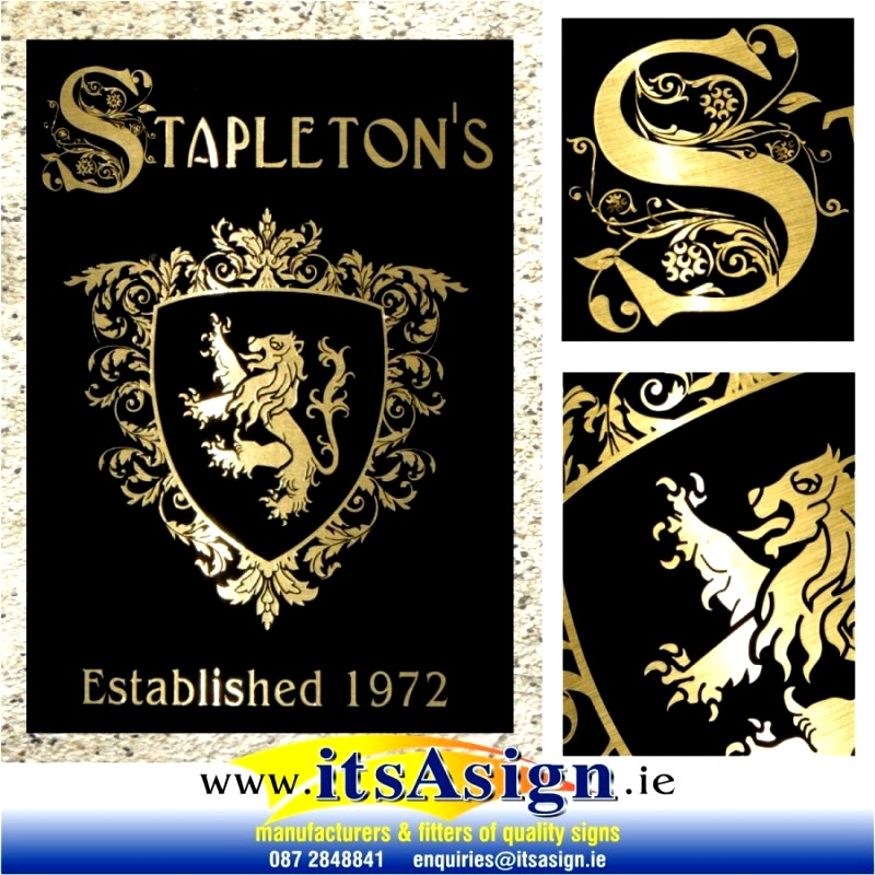 stapletons-coat-of-arms-family-crest-home-bar-gold-sign-navan